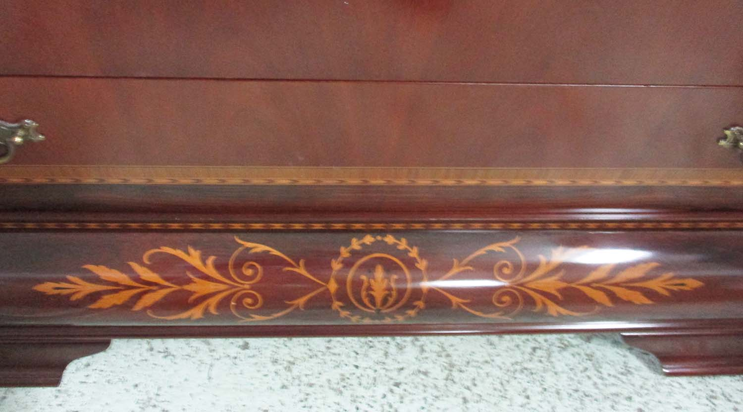 Muebles Fomento Commode Rosewood And Mahogany With Foliate  # Muebles Fomento