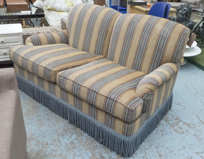 Kingcome Sofa Howard Style Striped Fabric Bullion Fringe 97cm  # Muebles Fomento