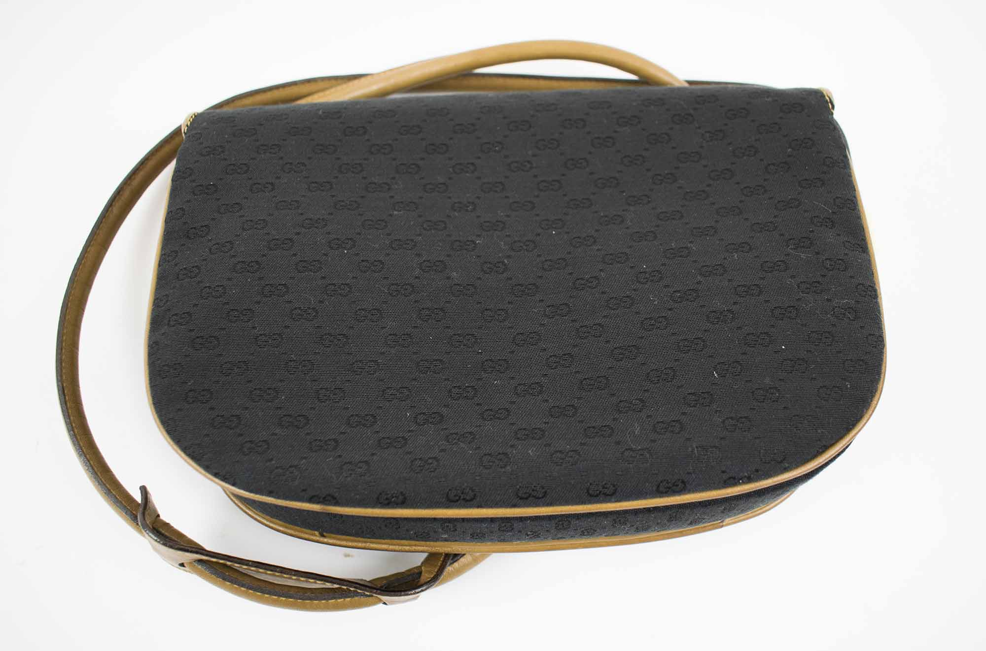 e00bd167fc GUCCI VINTAGE CROSSBODY SHOULDER BAG